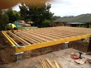 PIC 17   DAY 3 BERERS AND JOISTS COMPLETED AND ANCHORED TO PIERS USING 75MM X 75MM X 50MM X 6MM GAL ANGLE BRACKETS BOLTED TO BEARERS